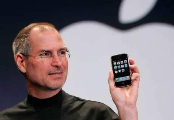 curiosidades sobre a apple - lançamento iphone jobs