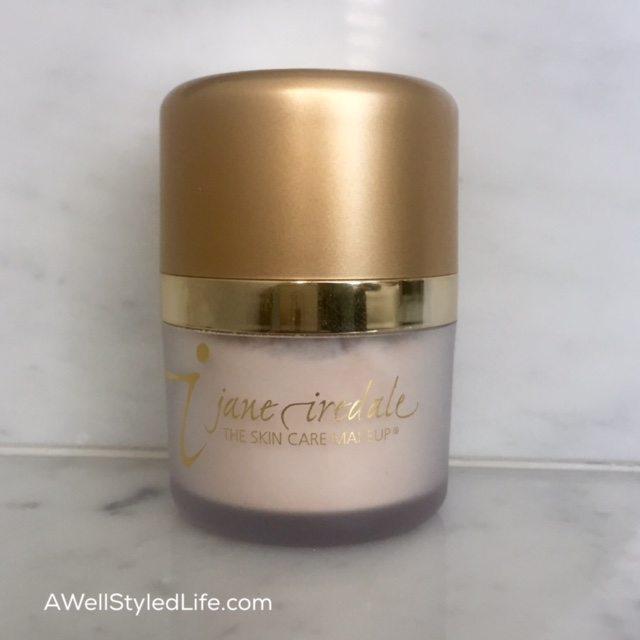 Jane Iredale Translucent powder sets lipliner to prevent lipstick feathering