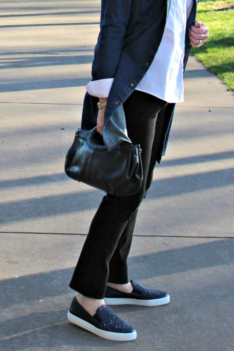 Jennifer Connolly of A Well Styled Life wearing Artful Home jeans