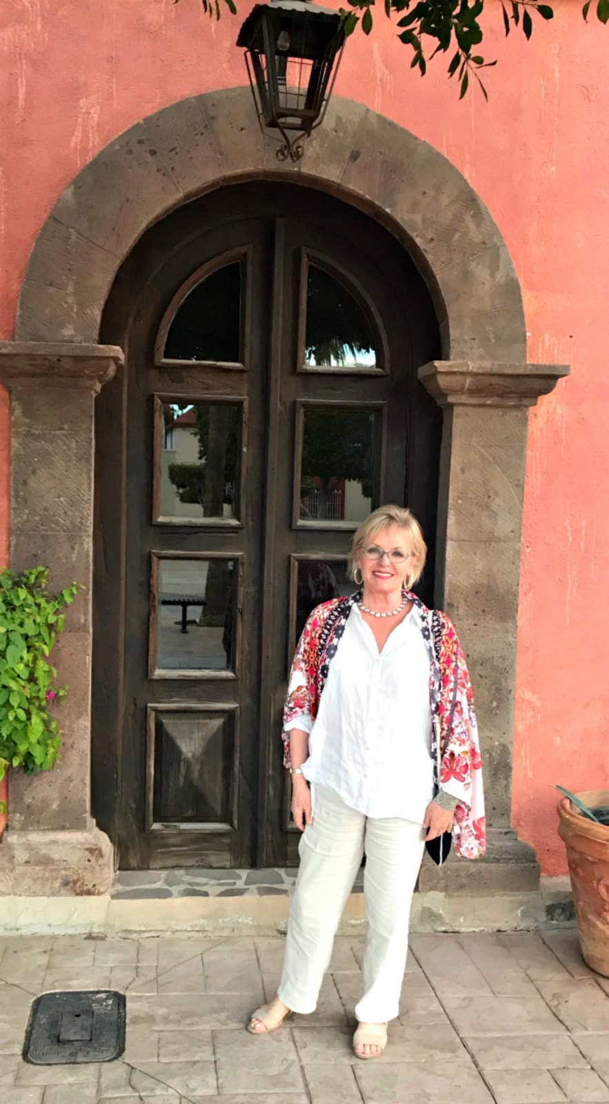 Jennifer Connolly of A Well Styled Life wearing Eileen Fisher linen shirt and J.Jill linen pants in Loreto Mexico