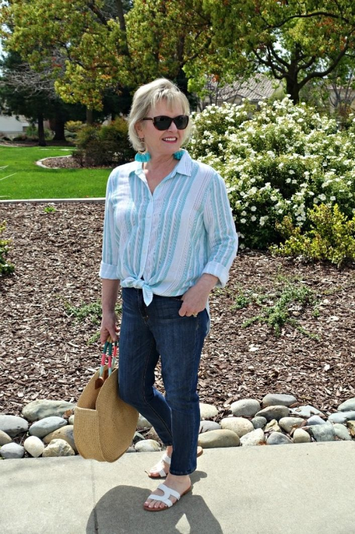 casual spring shirt and jeans on Jennifer Connolly from A Well Styled Life
