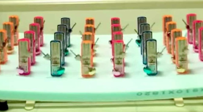 Watch How 32 Metronomes get Synchronized Automatically!