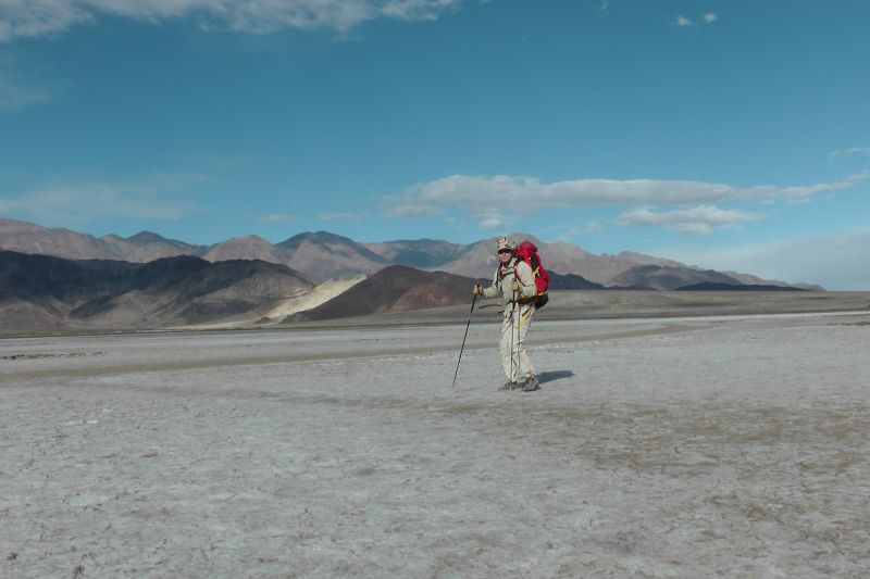 Ohne Unterstützung - Belgischer Abenteurer durchquert als erster Mensch Death Valley!