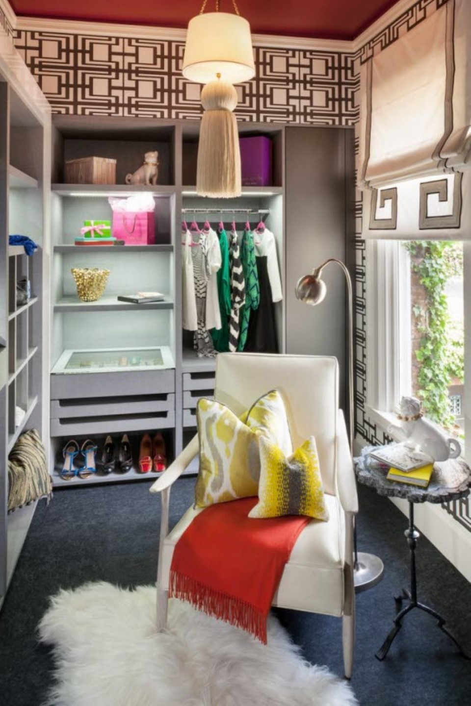 11 Awesome And Creative Colorful Walk In Closet Designs