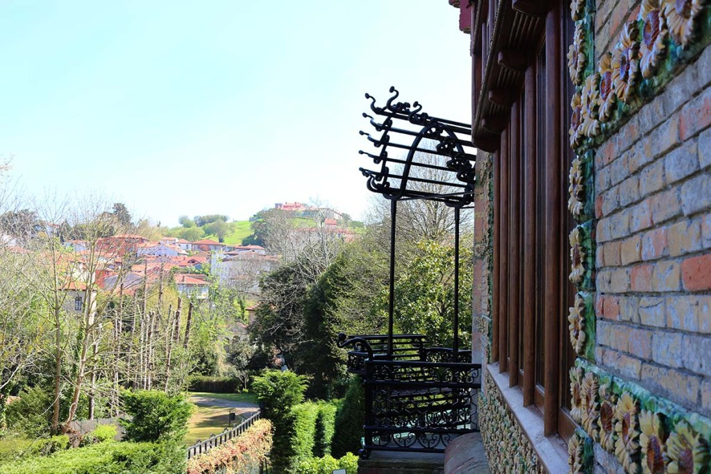 5 Gaudi Sights to See in Spain: El Capricho