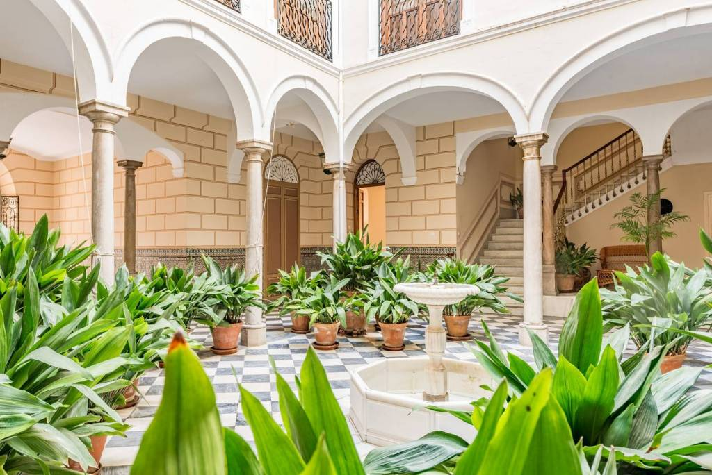 Best Places to Stay in Granada: apartments with a garden