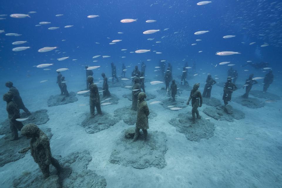 Sculptor Creates Unique Underwater Sculptural Museums To Create Environmental Awareness 7