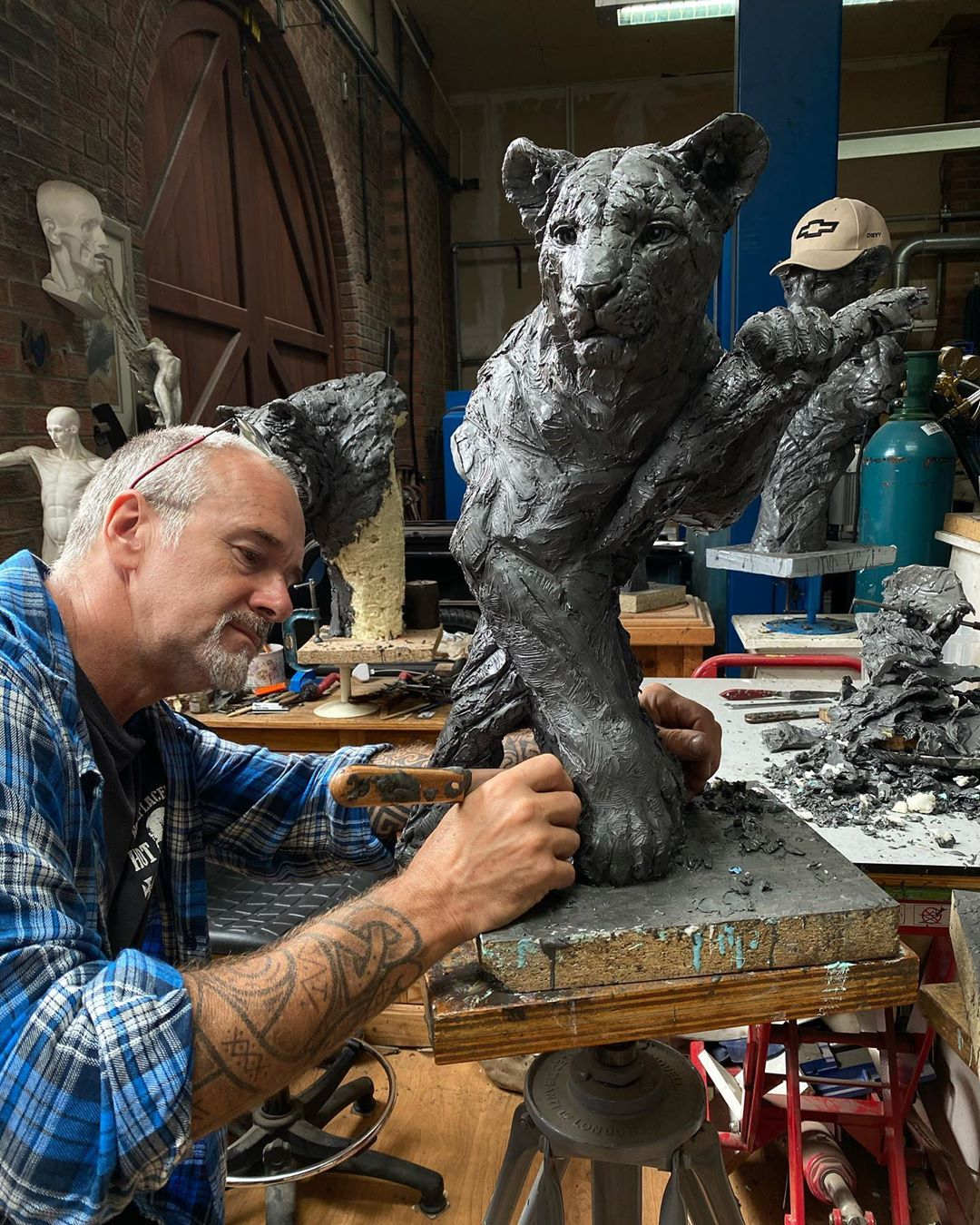 Self-Taught Sculptor Gains World Recognition For Stunning Bronze Sculptures 8