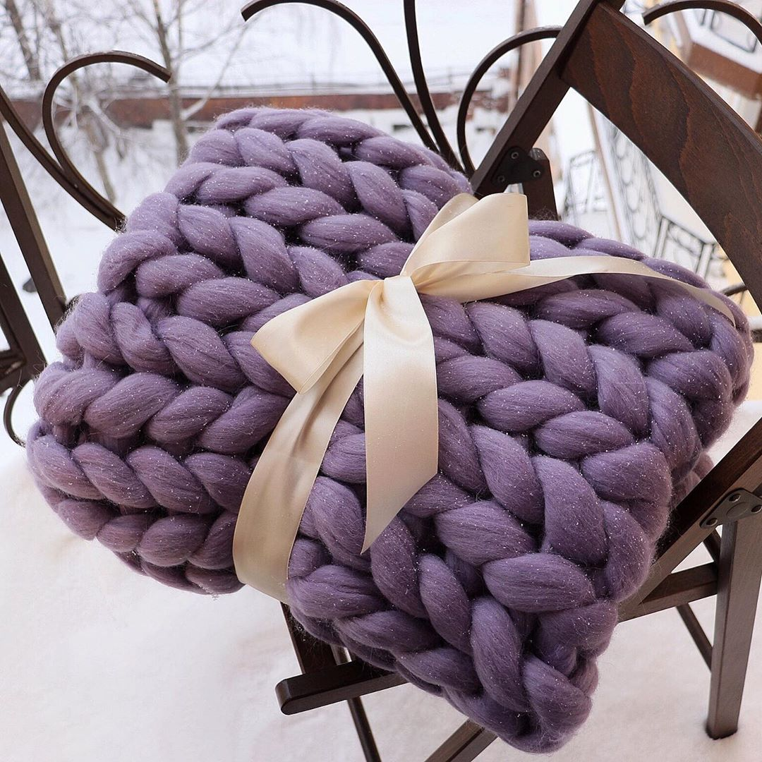 Purple ribbon chunky knit blanket