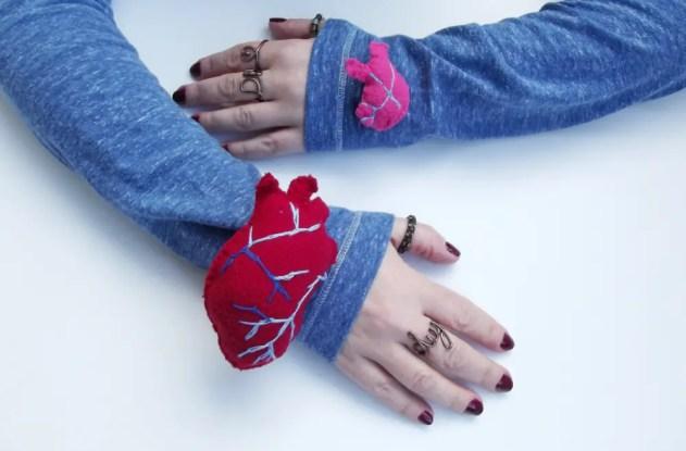 diy heart on sleeve pins tute