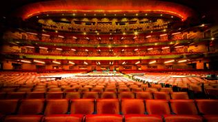 2013-12-26_EN-AU10745267005_Interior-of-Radio-City-Music-Hall-in-New-York-City-New-York