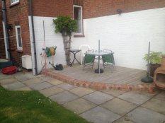 corner-decking-with-lawn