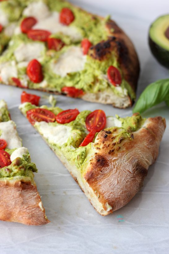 Avocado Pesto Pizza (vegan)