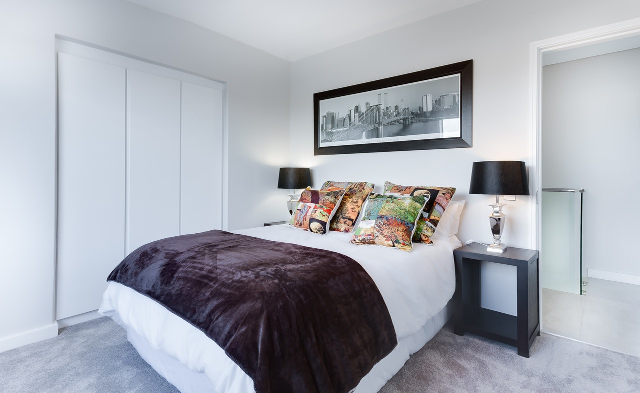 The Essentials of Creating a Warm and Inviting Guest Bedroom
