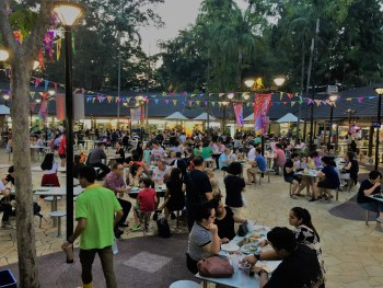 Newton Circus Food Court | Where To Eat in Singapore | Traveling To Singapore With Kids #singapore #southeastasia #asia #travel #travelblog