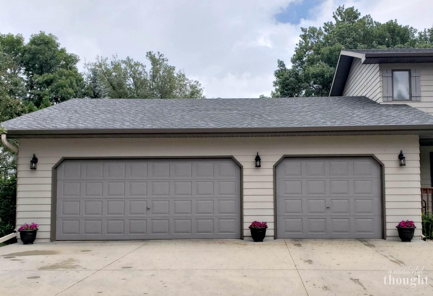 Tips For Painting Garage Doors #garagedoormakeover #garagedoor  #paintinggaragedoors #garagedoorrefresh #garagedoorupdate #