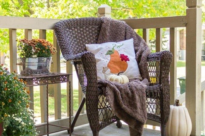 Easy Fall Porch Decor Ideas #fallfrontporch #fallporchdecor #fallfrontporchdecor #fallporchideas #awonderfulthought