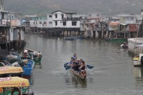Ho and his wife, however, have 'only' seven kids. None of them wants to take over as a fisherman, but some of them take part in the dragon boat race held in Tai O in early June.
