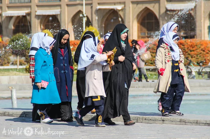iran-moralisch-vertretbar-maedchen