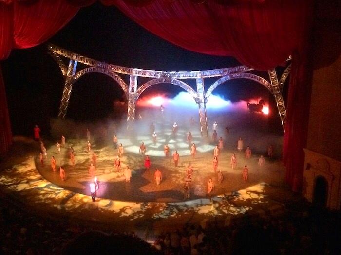 Las Vegas_O by Cirque du Soleil
