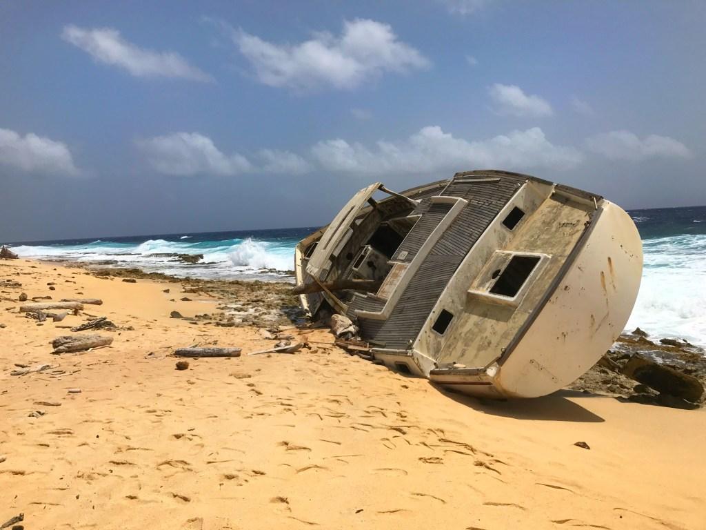 Smaller shipwreck on Klein Curaçao