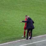 Taktische Anweisungen gab Trainer Pep Guardiola diesmal nicht nur direkt  an die Spieler ...