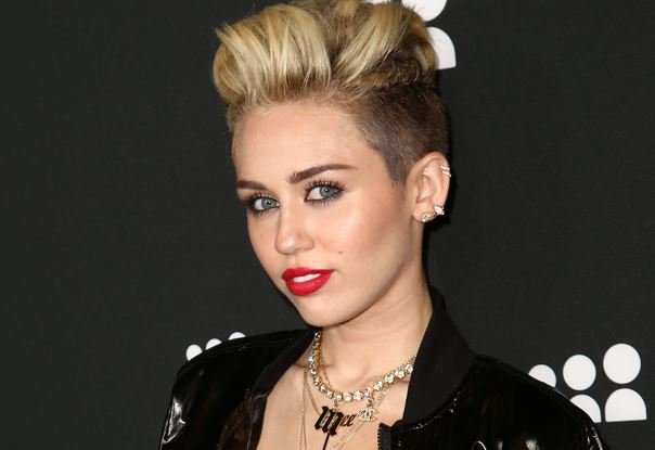 Miley Cyrus  Shemazing!  Page 13