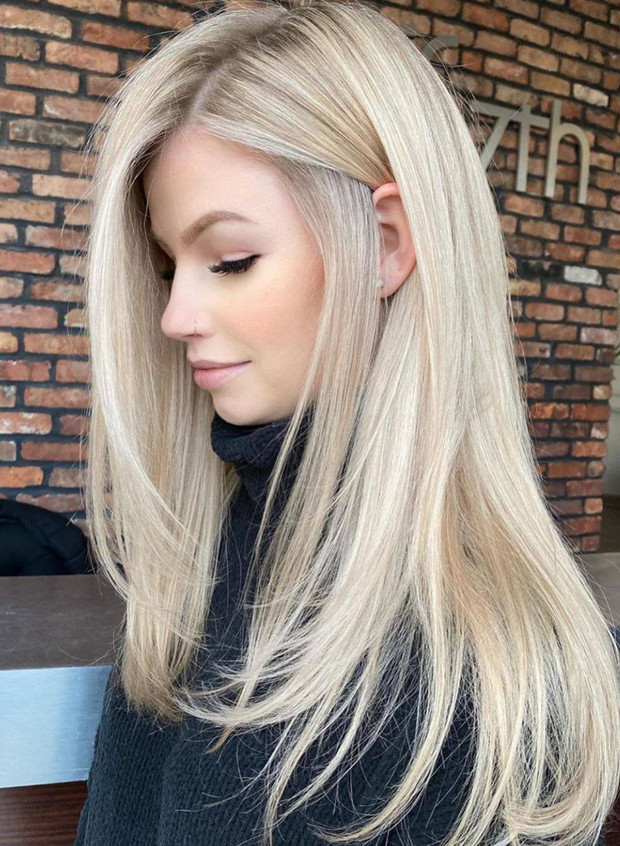Believe us, although it seems like a challenge to paint your hair platinum, it is worth it for the glamorous result!