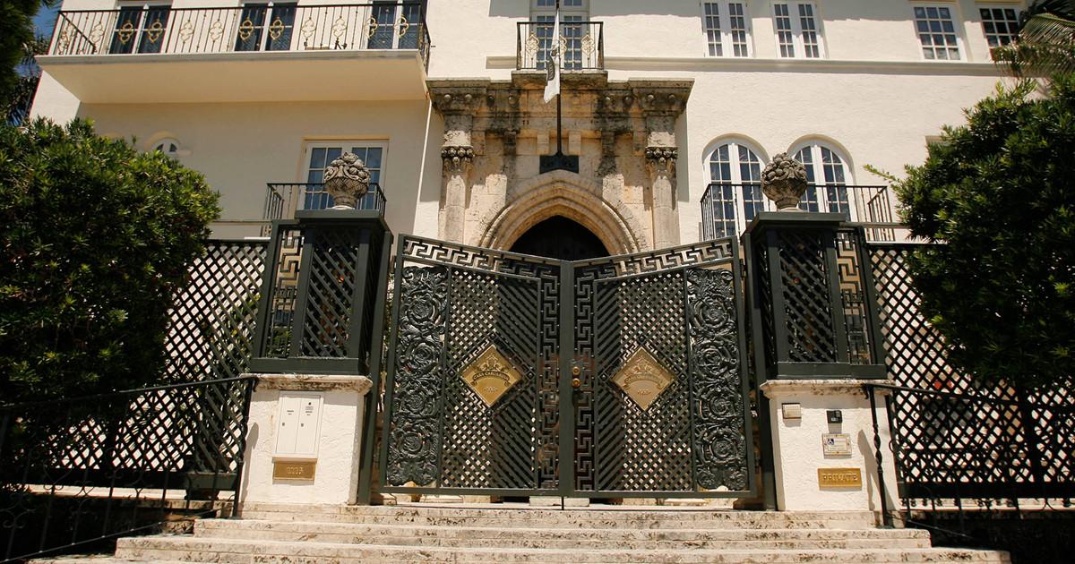 Breve historia de Casa Casuarina la exuberante villa que vio morir a Gianni Versace  Vanity Fair