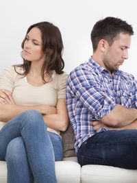 Suami Sibuk Dengan Ponselnya Setiap Akan Bercinta
