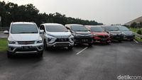 mitsubishi xpander vs grand new veloz avanza review indonesia adu irit mobil mpv dkk siapa yang paling low foto dadan kuswaraharja