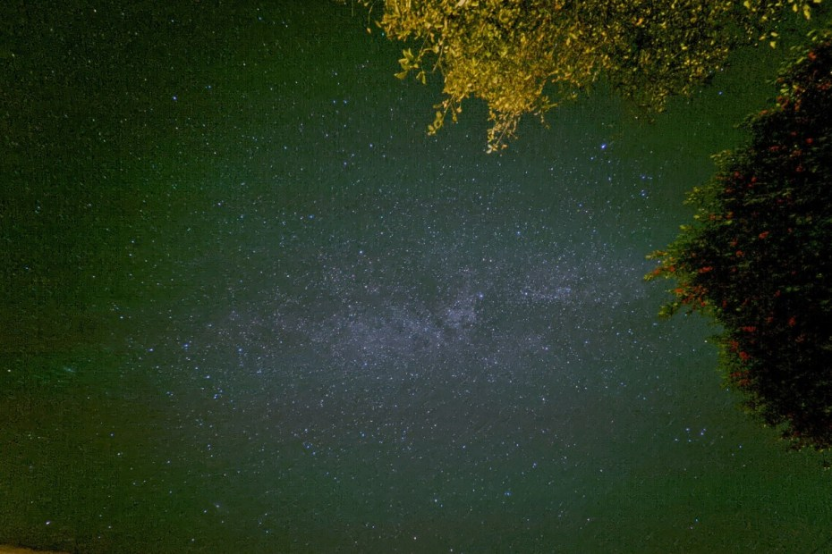 wide angle astrophotography missing pixel