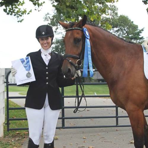 SRC Parrot Bay - Sarah Spaulding with Award Standing wth Horse Front