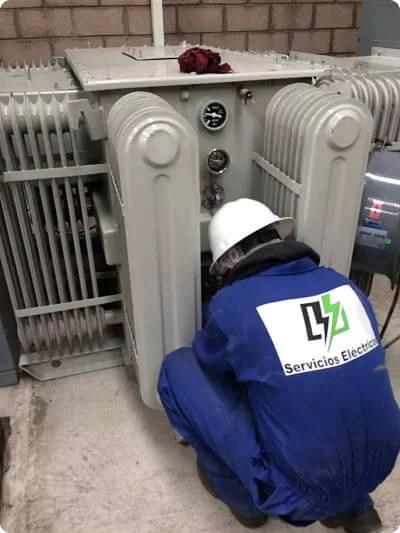 Datos de placa de transformadores eléctricos