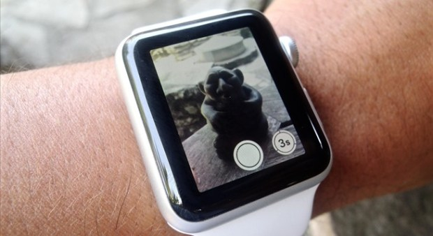 turn-your-iphone-into-spy-camera-using-your-apple-watch.w654 (1)