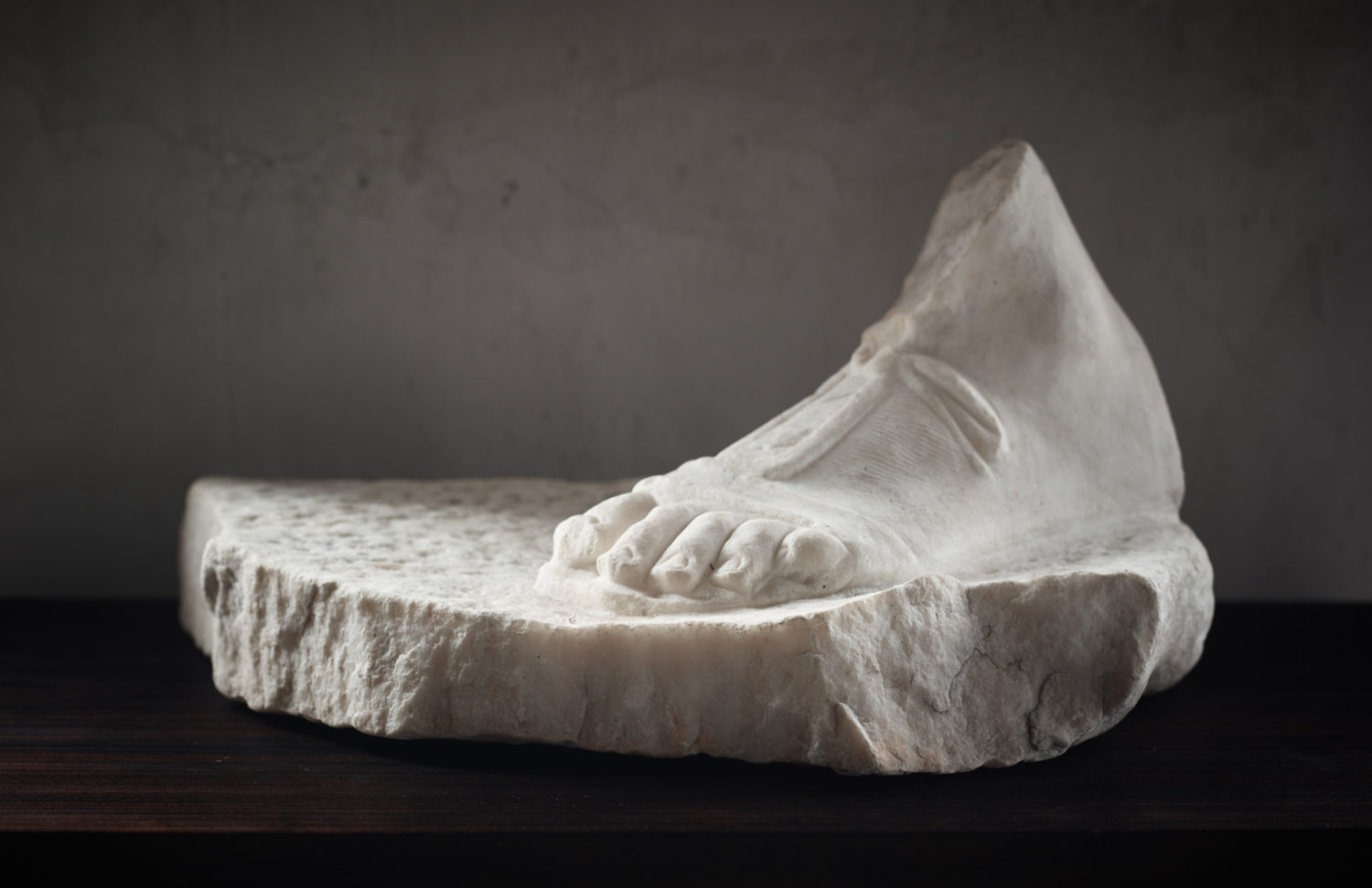 Fragment of a foot with sandal on base — Axel Vervoordt