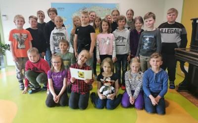 Pexa from Holland visited school children in Lindi (Estonia)