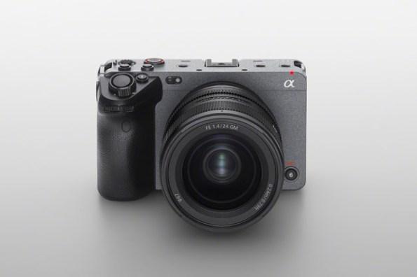 Sony Cinema Line 全片幅數位相機 FX3 在台上市!專業級攝影功能,搭配 α 系列相機對焦高效能更巧易攜!