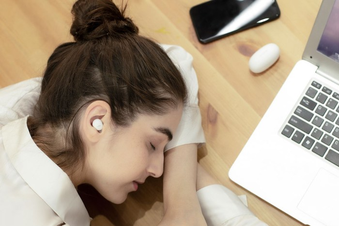 1MORE 推出「睡眠豆」ComfoBuds Z 真無線耳機,極輕舒適解決疫情焦慮問題!