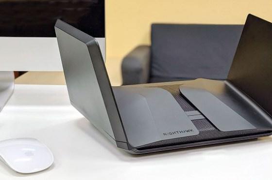 無線、有線兼頂規!Wi-Fi 6 搭配 5Gbps 有線網路,Netgear Nighthawk AX12 RAX120 帶來更優質收訊與傳輸效率