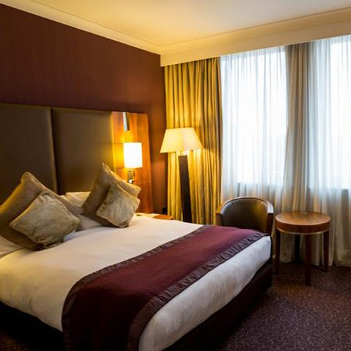 crown-plaza-ealing-room