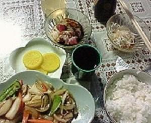 心尽くしの夕食。300円。