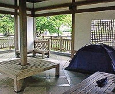 杖ノ渕公園の東屋にてテント設営。