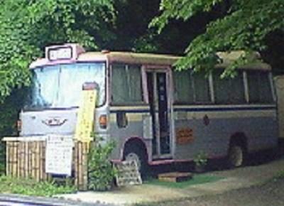 境目トンネル手前のバス宿。