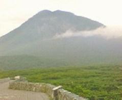 知床峠到着~。羅臼岳を望む。