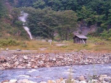 川の向こうが、ヌプントムラウシ温泉。
