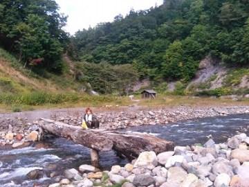ヌプン小屋~温泉を繋ぐ丸木橋。