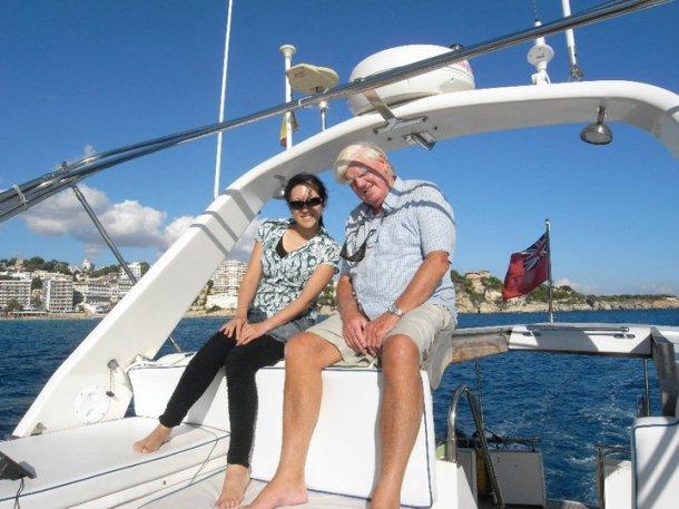 2010年10月マヨルカにて。ご主人のブライアンには会うたびに人生相談を。