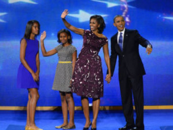Michelle-Barack-Obama-et-leurs-filles-a-la-Convention-Democrate-le-6-septembre-2012-a-Charlotte_exact1024x768_l (1)