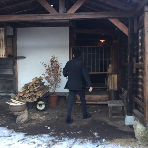 月夜の蚕小屋/入口